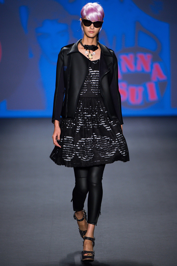 mixed-prints-fishnets-and-electric-blue-wigs-at-anna-sui-spring-2013-fashion-show-20