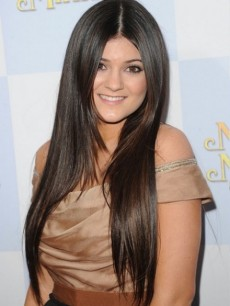 Kylie-Jenner-Straight-Hairstyles-Tip-0-440x621