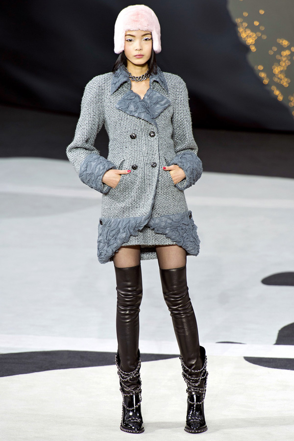 its-all-tweed-at-chanel-fall-2013-fashion-show-fur-hat