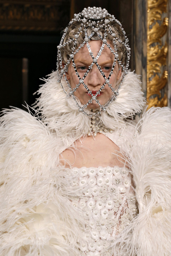 royal-fashion-at-alexander-mcqueen-fall-2013-show-details