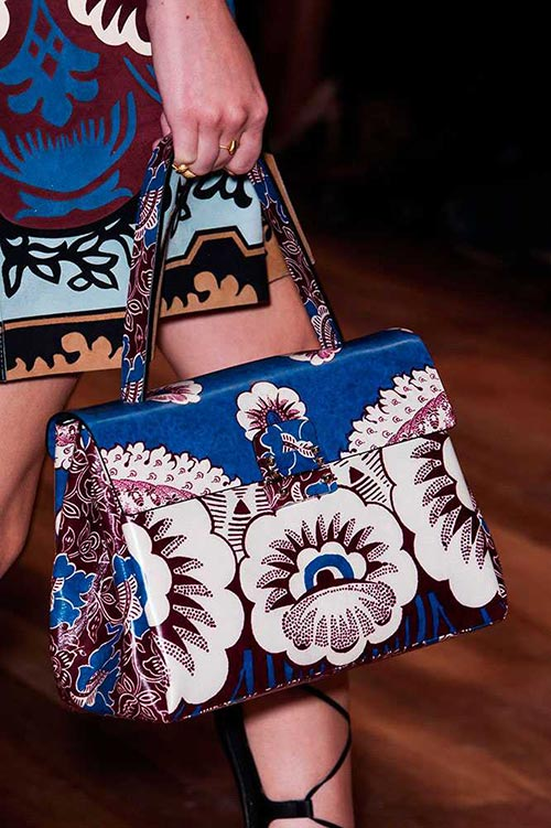 spring_2015_trendy_designer_handbags_from_the_runway_Valentino