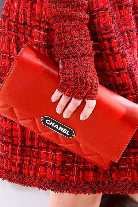 trendy red bag for winter 2017
